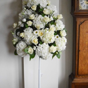 1pedestal cream rose white hydrangea ceremony flowers leeds copy