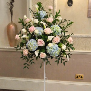 1pedestal flowers ceremony pale blue blush pale pink hydrangea roses
