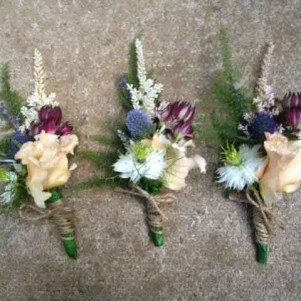 RUSTIC PEACH THISTLE BUTTONHOLE