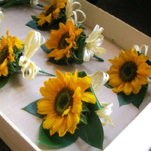 rustic-sunflower-buttonholes-wedding-flowers-leeds