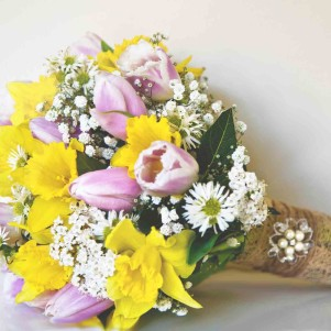 yellow dafoodil and pink tulip gyp wedding flowers leeds